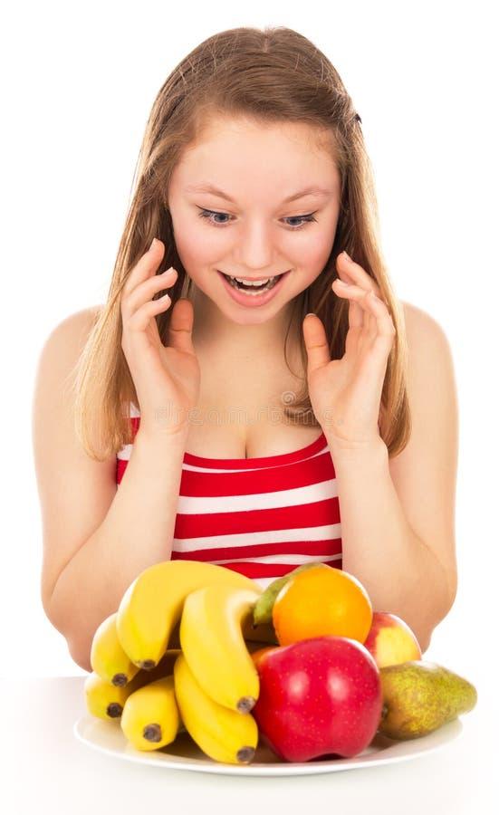 Menina em uma dieta, fruto da alegria imagens de stock