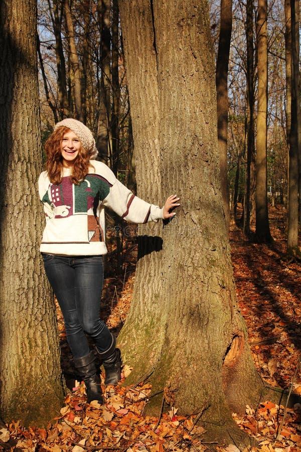 Menina em uma floresta imagens de stock royalty free