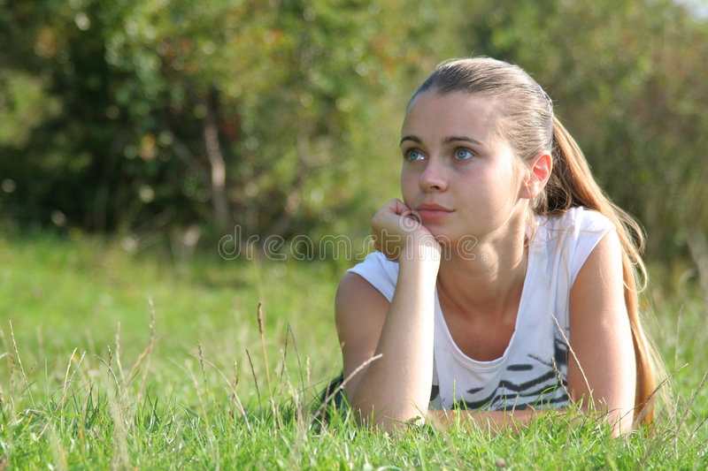 Menina Em Uma Natureza Foto de Stock Royalty Free
