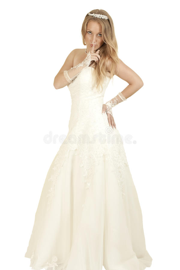 Menina em uma terra arrendada do vestido de casamento fotos de stock royalty free