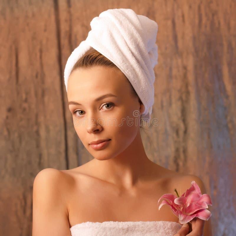 Menina em uma toalha foto de stock royalty free