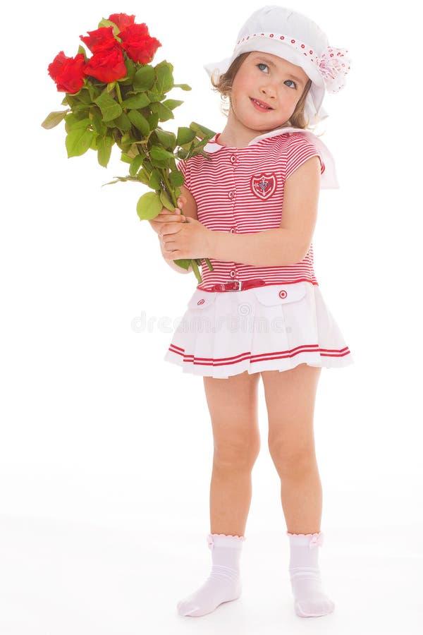 Menina encantador com a flor da rosa do vermelho fotografia de stock