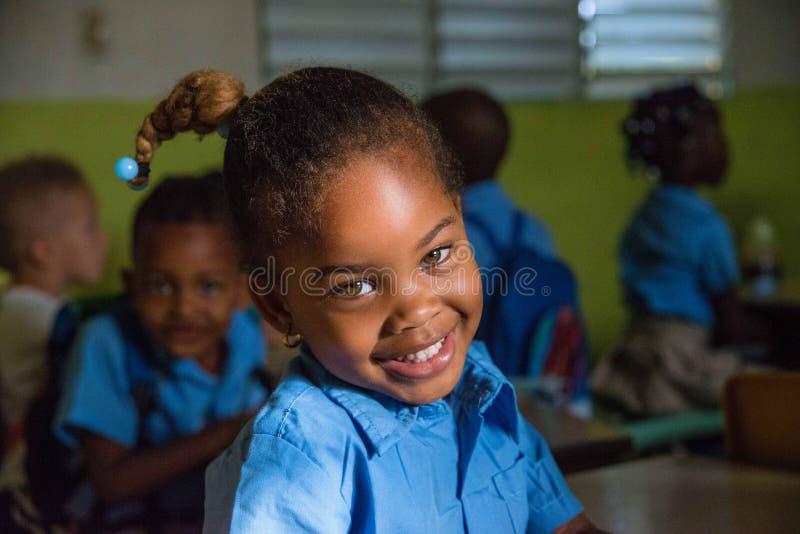 Menina encantador com um sorriso bonito fotos de stock royalty free