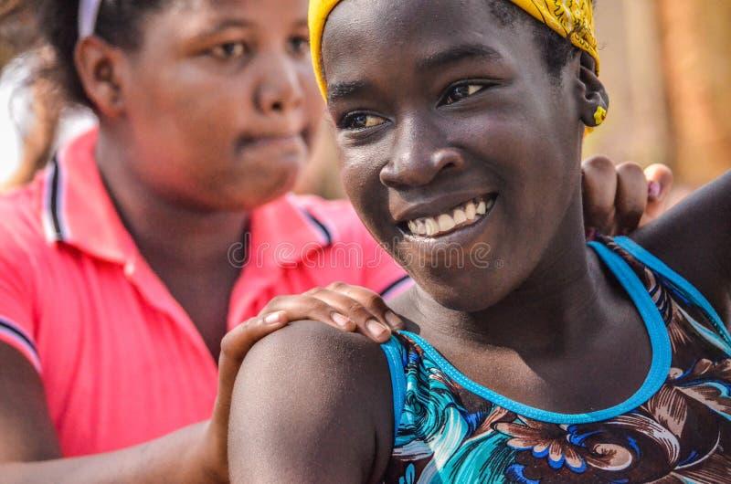 Menina encantador com um sorriso bonito imagem de stock royalty free