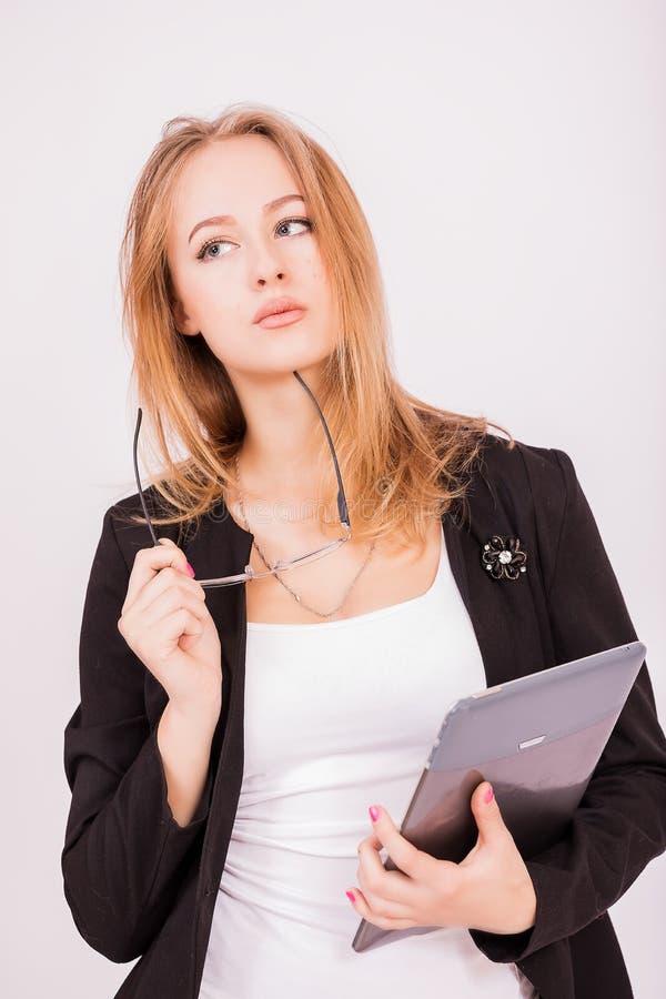 Menina encantador do departamento financeiro com um computador fotografia de stock royalty free