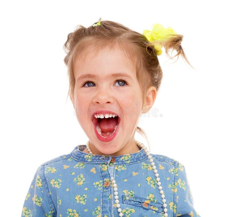 Menina encantador que joga e que tem o divertimento. fotografia de stock