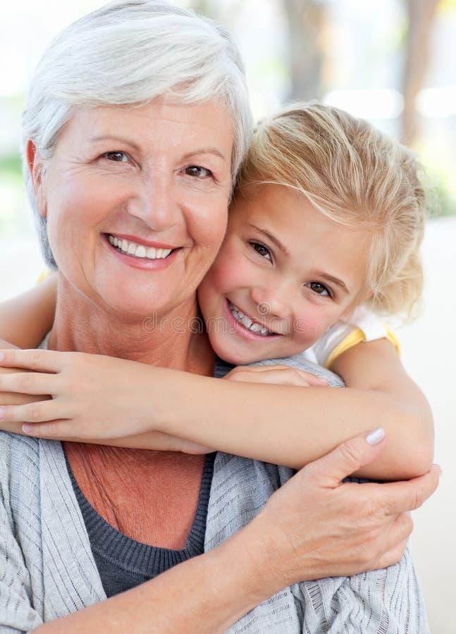Menina encantadora com sua avó fotografia de stock royalty free