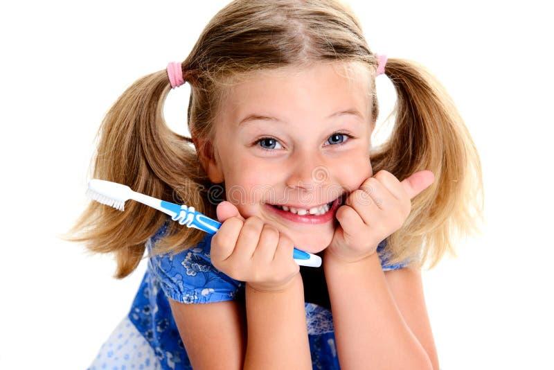 Menina engraçada com largura e escova de dentes do espaço imagens de stock royalty free