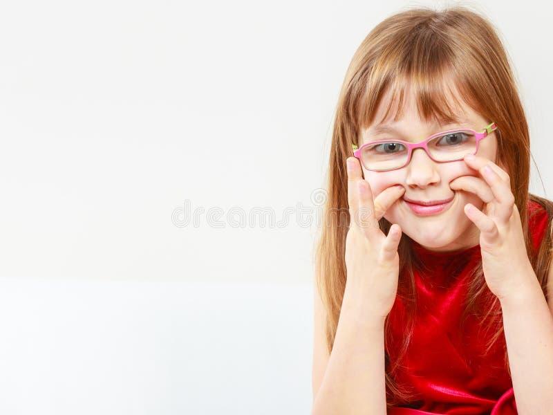 Menina engraçada nos vidros imagens de stock royalty free