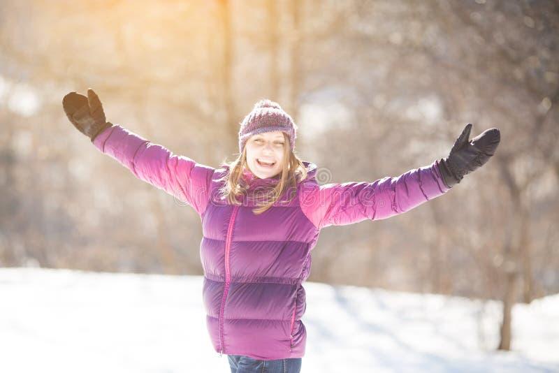 Menina entusiástica em um chapéu imagem de stock