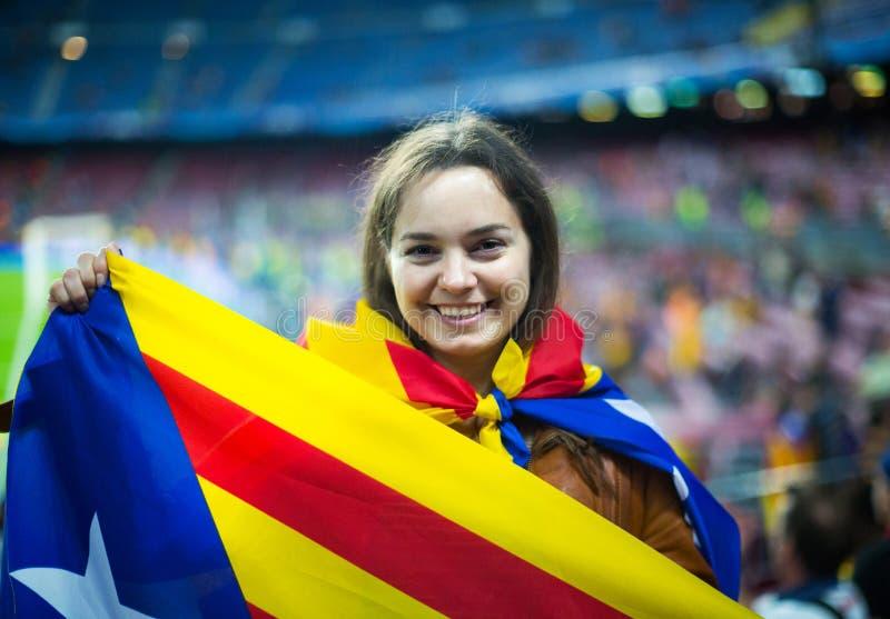 Menina entusiasmado com bandeira de Catalonia foto de stock royalty free