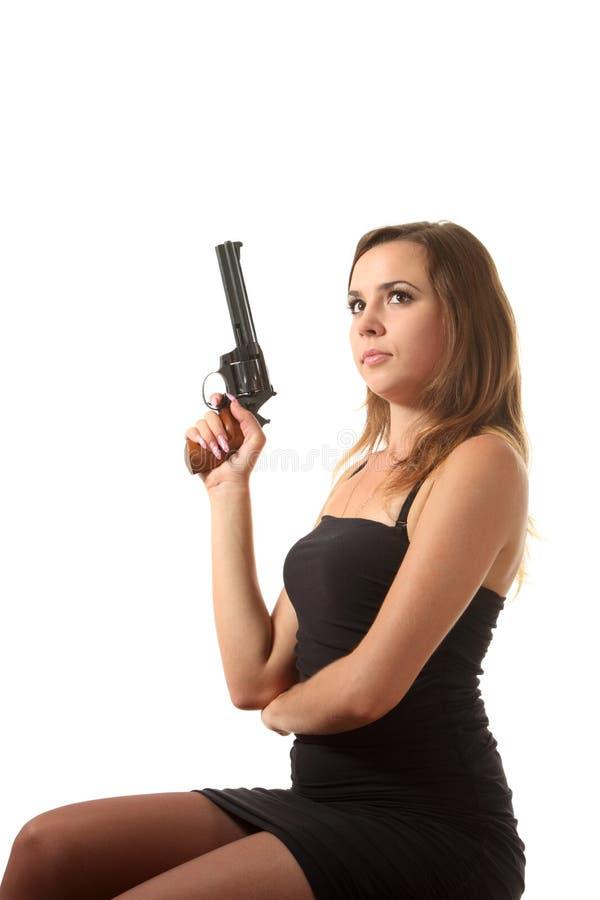 A menina está apontando um revólver imagem de stock