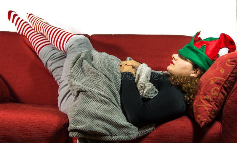 A menina está sonhando acessórios do duende do molho do Natal foto de stock royalty free