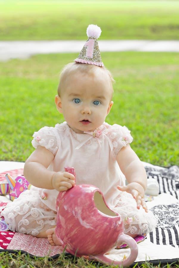 Menina expressivo do aniversário fotografia de stock royalty free