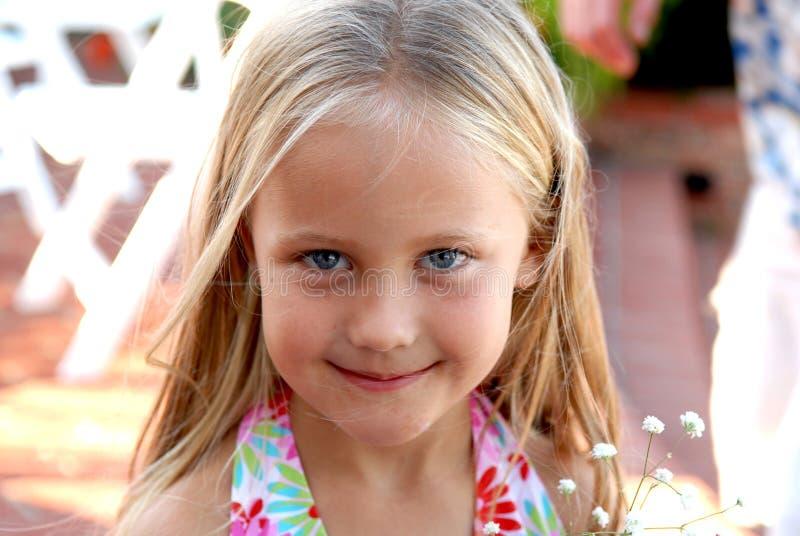 Menina Eyed azul bonito fotos de stock royalty free