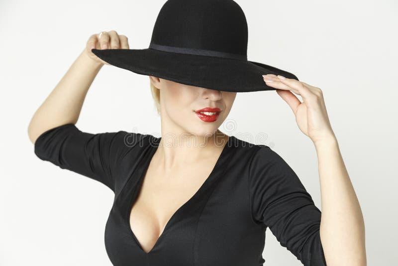 Menina fatal em um chapéu fotografia de stock royalty free