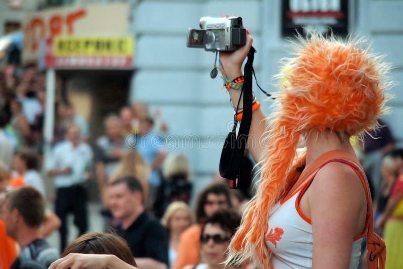 A menina faz um película foto de stock