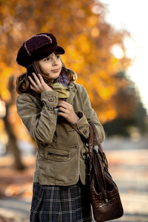 Menina feliz ao ar livre foto de stock royalty free