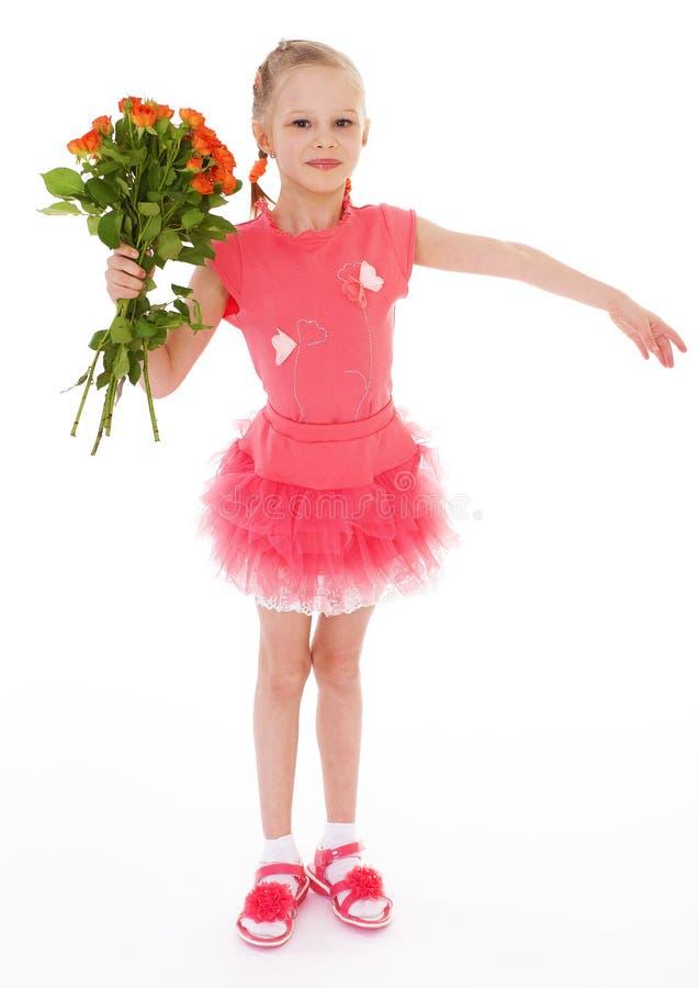 A menina feliz com aumentou na roupa vermelha fotografia de stock royalty free
