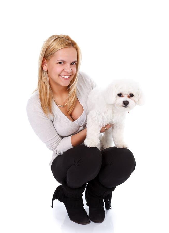 Menina feliz com filhote de cachorro fotografia de stock