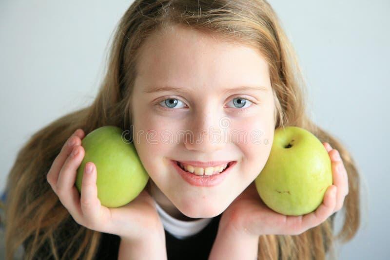 Menina feliz com frutas imagem de stock