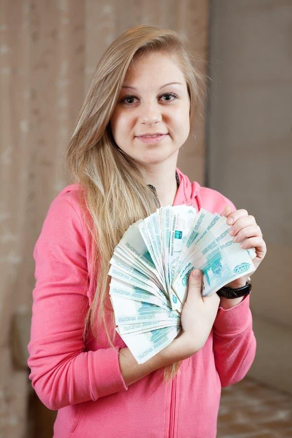 Menina feliz com muitos rublos fotos de stock