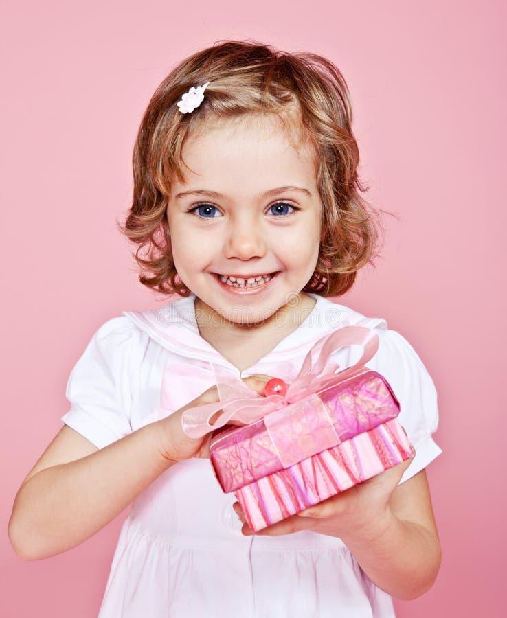 Menina feliz com presente foto de stock royalty free