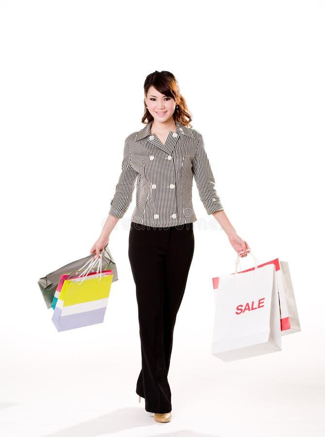Menina feliz com sacos de papel imagens de stock