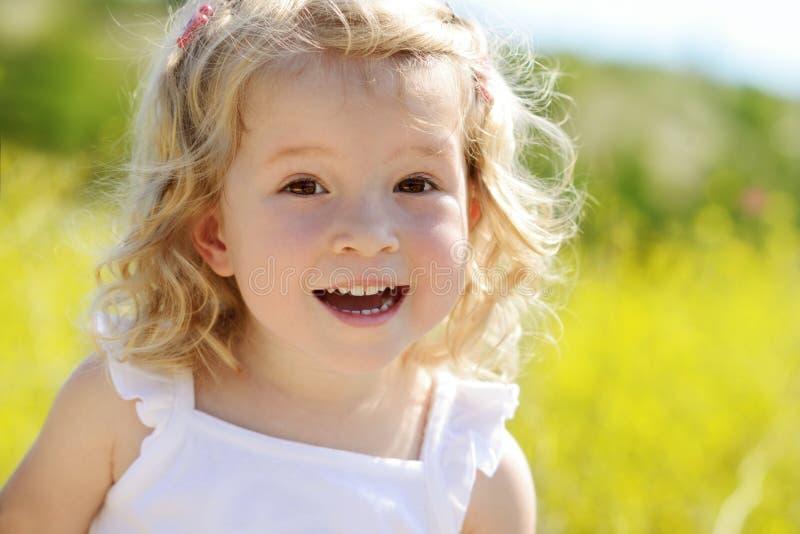 Menina feliz da criança fotos de stock royalty free