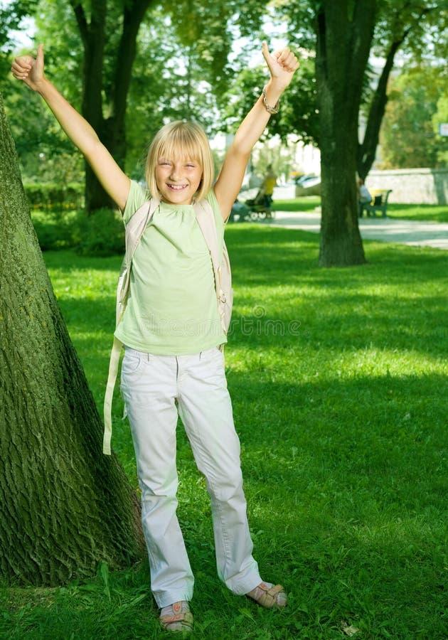 Menina feliz da escola ao ar livre fotografia de stock