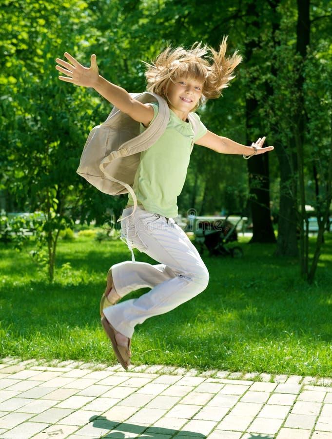 Menina feliz da escola ao ar livre fotos de stock