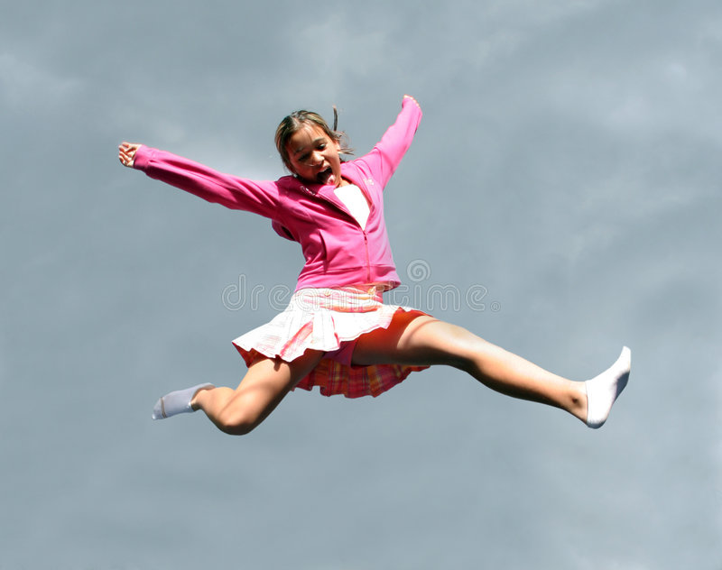 Menina feliz de salto imagem de stock royalty free