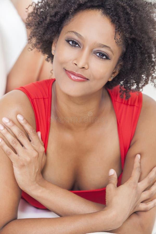 Menina feliz do afro-americano da raça misturada fotos de stock