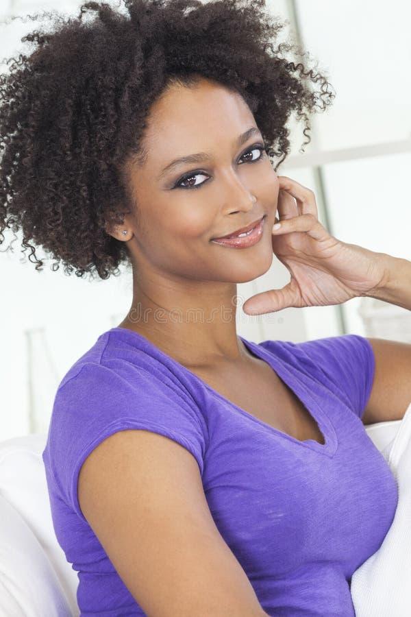 Menina feliz do afro-americano da raça misturada fotografia de stock