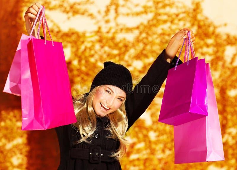 Menina feliz do comprador imagem de stock