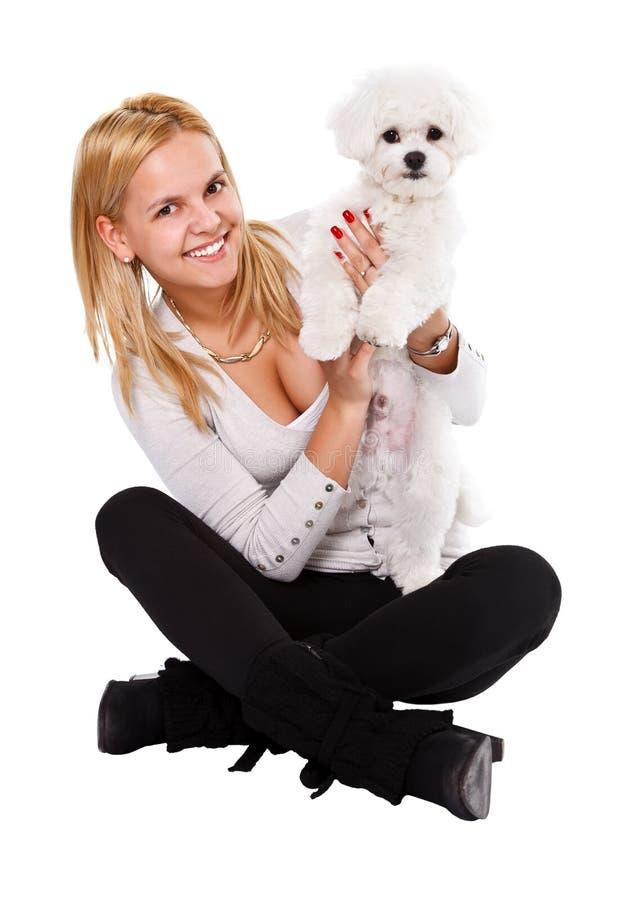 Menina feliz e cão branco fotografia de stock