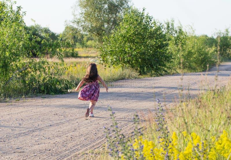 Menina feliz na estrada imagem de stock royalty free
