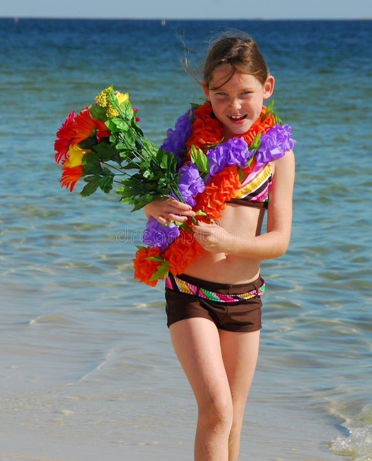 Menina feliz na praia fotografia de stock