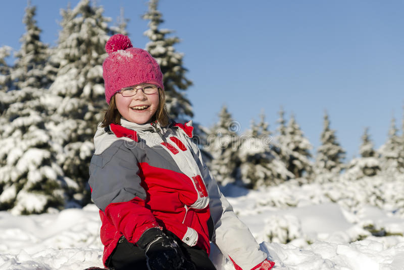 Menina feliz no inverno fotografia de stock