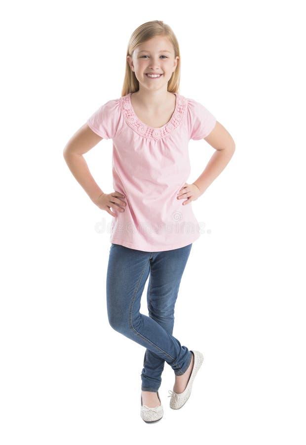 Menina feliz que está com mãos no quadril fotografia de stock royalty free