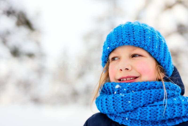 Menina fora no inverno imagem de stock royalty free