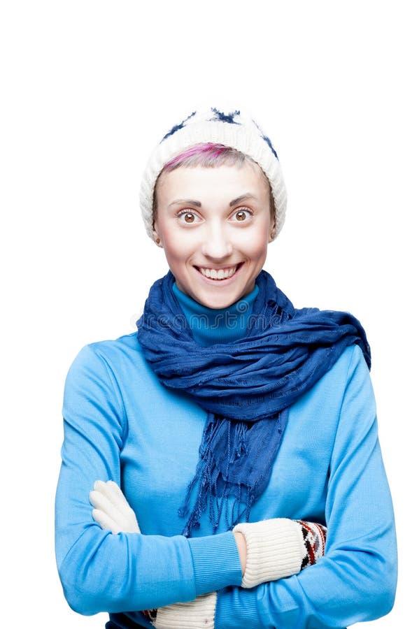 Menina Freaky no inverno que veste o sorriso feliz fotografia de stock