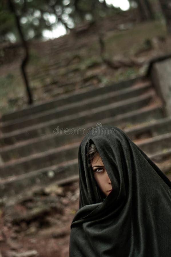 Menina Freaky no preto imagem de stock royalty free