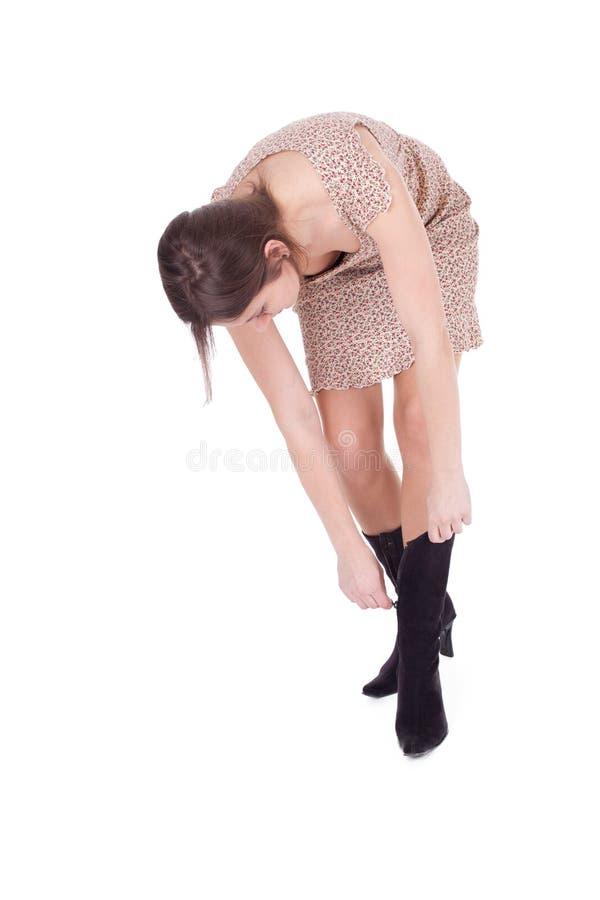 Menina fundando das sapatas fotografia de stock