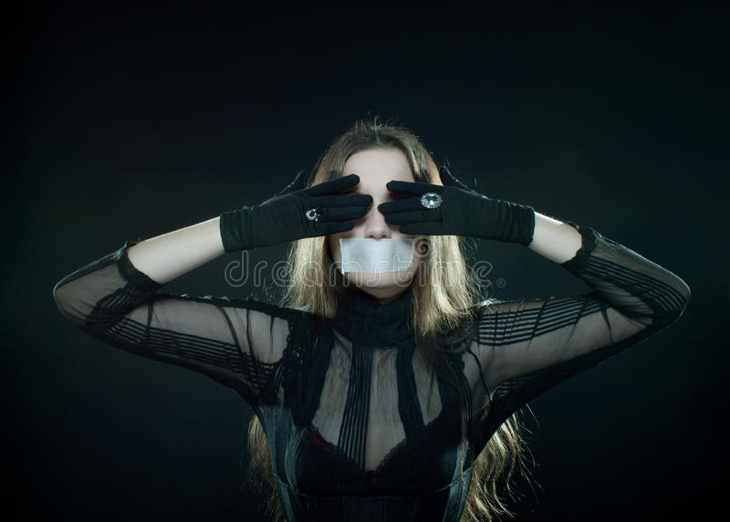 Menina gótico com boca stealed foto de stock royalty free