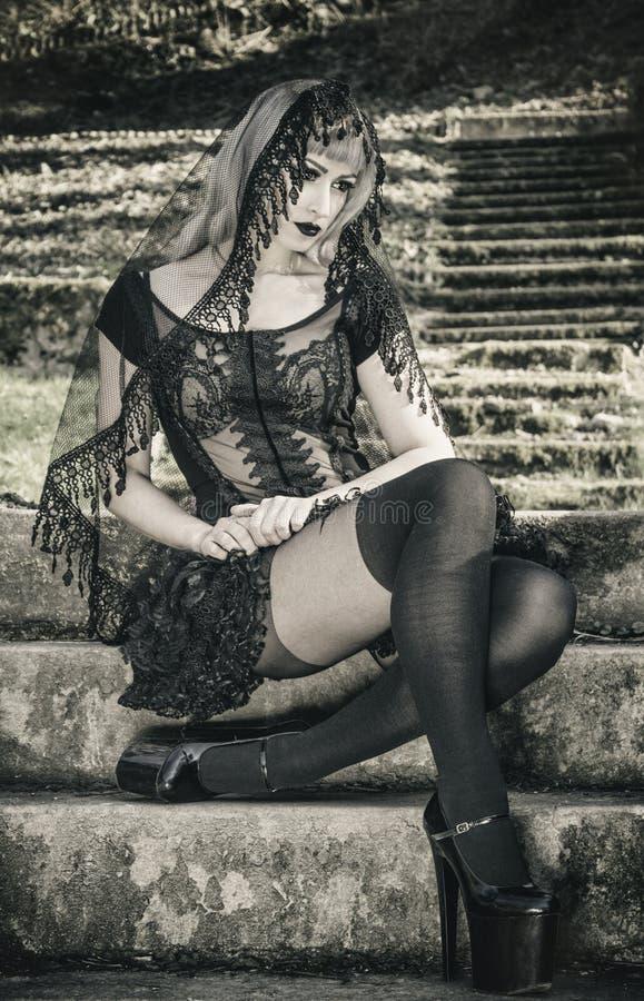 Menina gótico com véu foto de stock