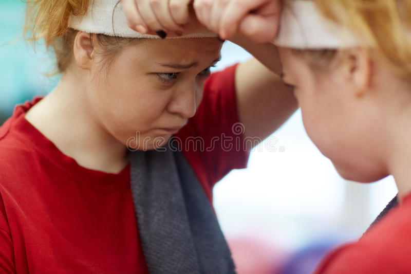 Menina gorda incerta fotografia de stock