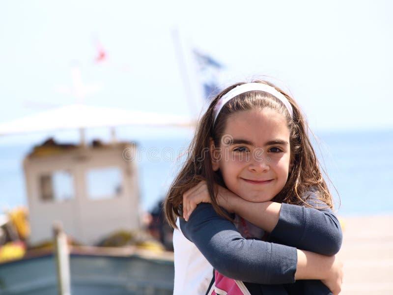 Menina grega nova de sorriso imagens de stock royalty free