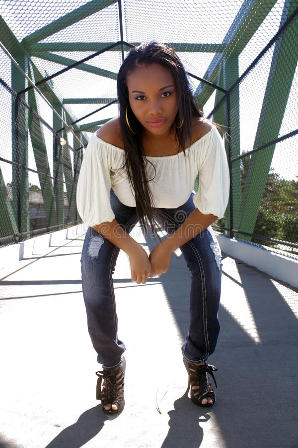 Menina haitiana bonita ao ar livre (3) imagem de stock