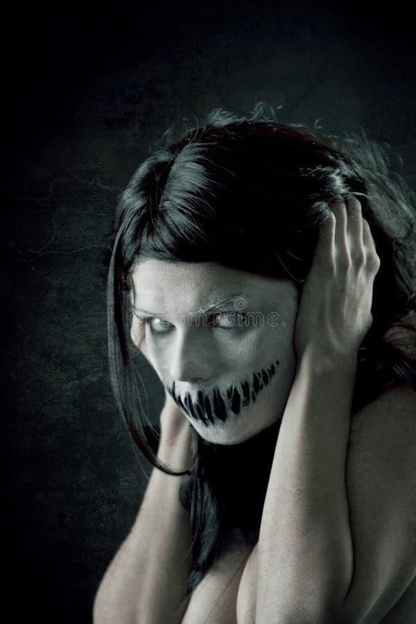Menina horrívea com boca assustador imagens de stock royalty free